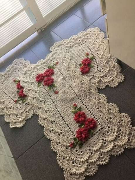 45. Jogo de tapete de crochê para cozinha com flores cor de rosa. Foto de Mercado Livre