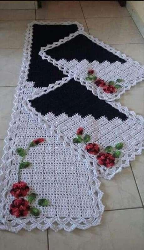 8. Os jogos de tapete de crochê para cozinha são bem diversos e você pode escolher (ou fazer) um que seja bem a sua cara. Foto de Pinterest