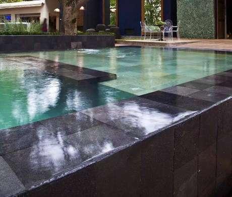 42. A pedra para piscina preta é muito moderno. Foto: Mercado Livre