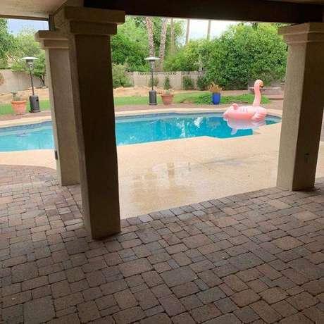 33. É importante escolher pedra para piscina de qualidade. Foto: Tua Casa