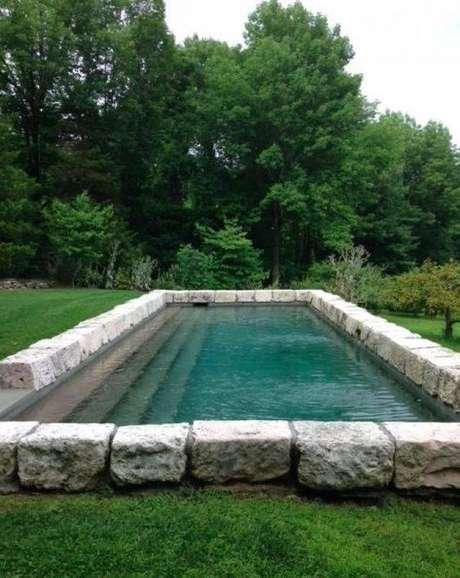 6. A pedra para piscina a ser usada na borda deve ser resistente. Foto: Back The Badge