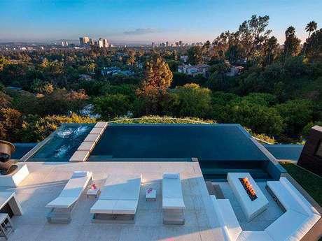 27. A pedra para piscina chama muito a atenção no ambiente, Foto: Construindo Decor