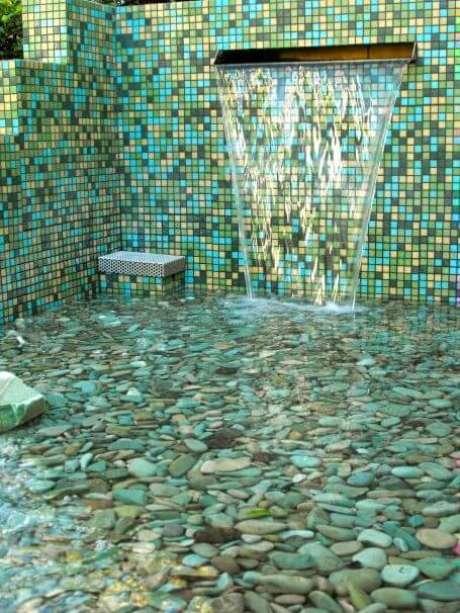28. A pedra para piscina pode revestir toda a área. Foto: Designer Notes