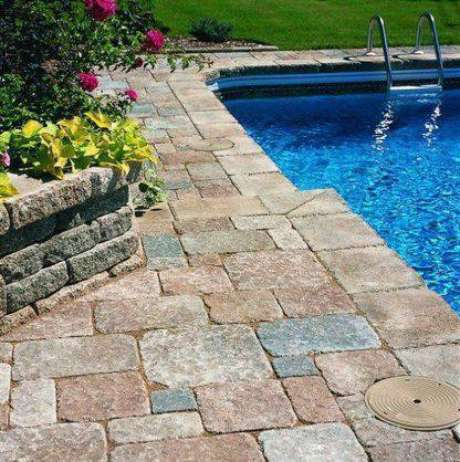 35. A pedra para piscina também deve ser antitérmica. Foto: My Top Backyard