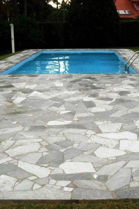 39. A pedra para piscina deve ser polida. Foto: Pedras Prudente