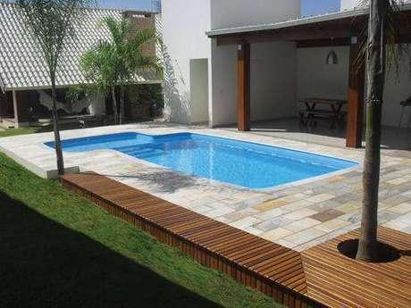 8. A pedra para piscina pode ser delicada e resistente ao mesmo tempo. Foto: Henrimar