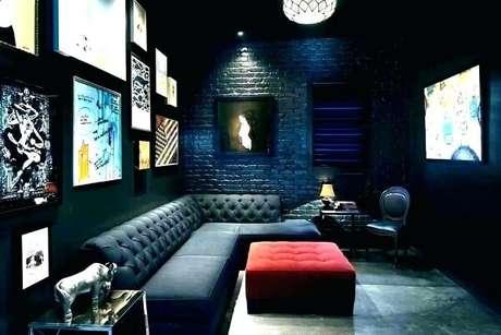 82. Cinema em casa com sofá de capitonê. Fonte: Pzeus