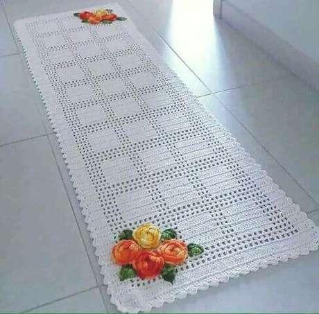32. Tapete de crochê para cozinha retangular branco com flores. Foto de Pinterest