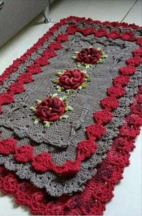 40. Tapete de crochê para cozinha cinza e vermelho. Foto de Pinterest