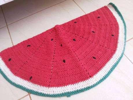 57. Tapete de crochê para cozinha com desenho de melancia