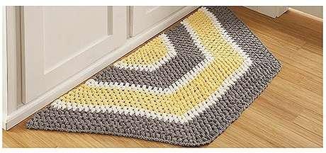 26. Tapete de crochê para cozinha em formato de meio hexágono. Foto de Leisure Arts