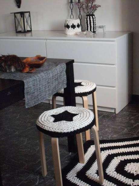 3. O tapete de crochê para cozinha pode ser usado de várias formas também em um mesmo ambiente. Foto de Helsinki Dragonfly
