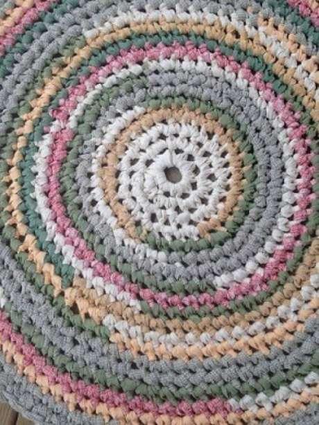 41. Tapete de crochê para cozinha redondo colorido. Foto de Pinterest