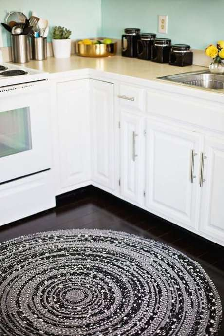 15. Tapete de crochê para cozinha redondo e grande . Foto de Home Deco