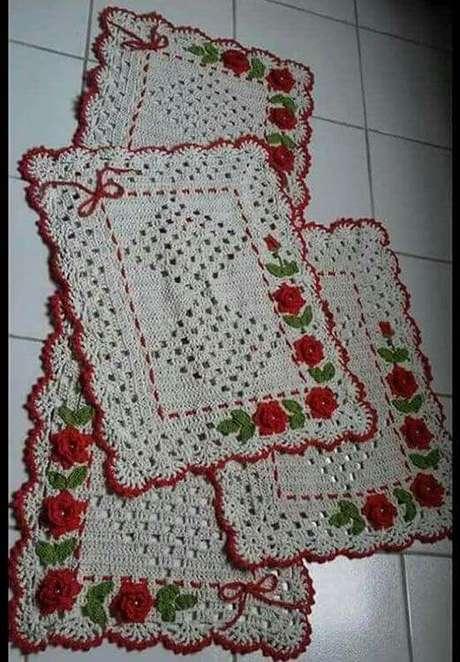 102. Um tapete de crochê para cozinha é sempre muito interessante. Foto: Tudo Especial