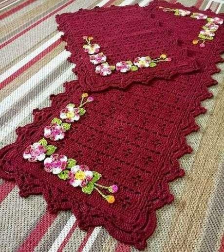 62. O tapete de crochê para cozinha pode ter diferentes detalhes. Foto: Tua Casa