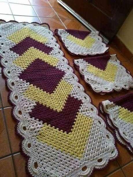63. Padrões são comuns em tapete de crochê para cozinha. Foto: Top Buzz