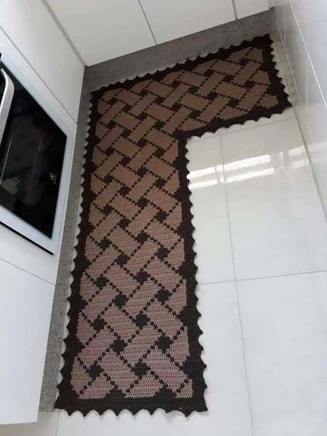 67. Tapete de crochê para cozinha em L é muito comum. Foto: Crochet Brazil