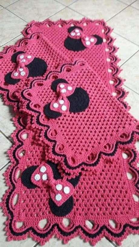 72. Este tapete de crochê para cozinha é delicado por brincar com temas. Foto: Sevem Produtos