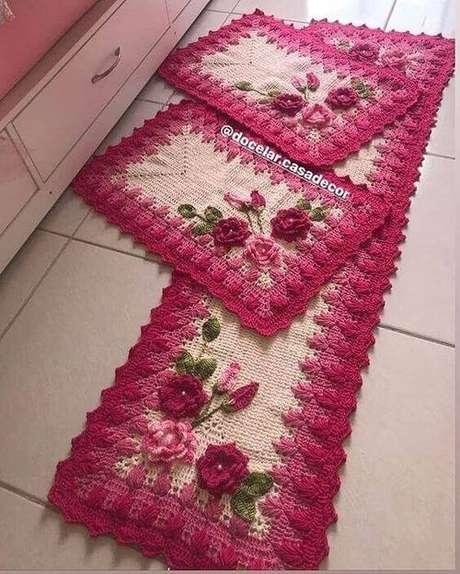 73. O tapete de crochê para cozinha pode ser super chamativo. Foto: Amo Fazer Crochê