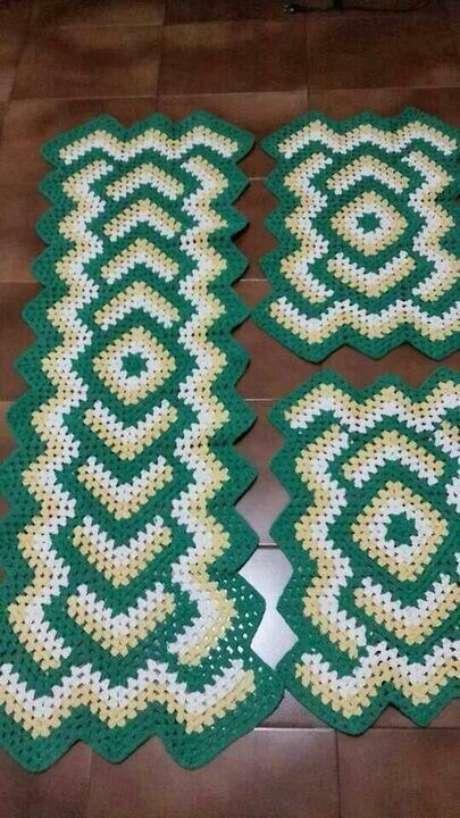 74. O tapete de crochê para cozinha na cor verde é sempre chamativo. Foto: Top Buzz