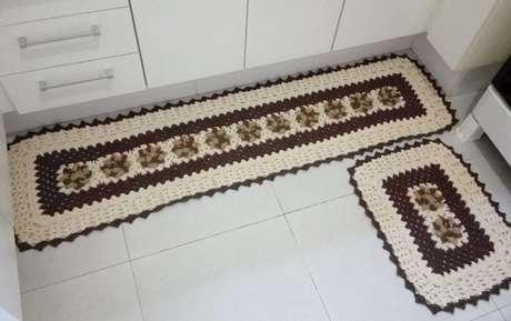 79. O tapete de crochê para cozinha é o que há de mais popular nas casas brasileiras. Foto: Tua Casa