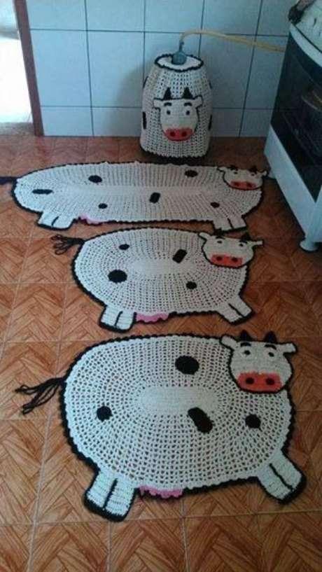 84. Temáticas são comuns em tapete de crochê para cozinha. Foto: Dcore Você