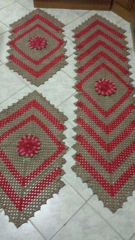 86. O tapete de crochê para cozinha faz toda a diferença. Foto: Vó Márcia