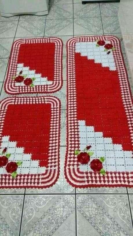 94. O vermelho é muito usado em tapete de crochê para cozinha. Foto: Top Buzz