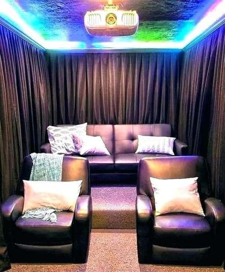 3. Para o cinema em casa invista em uma cortina black out. Fonte: Pinterest