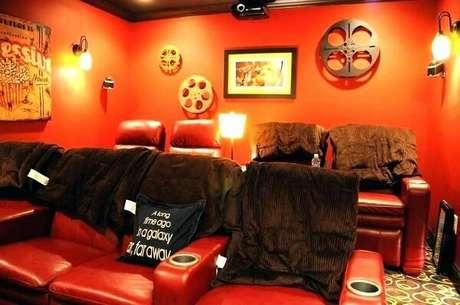 83. Cinema em casa com decoração especial. Fonte: Pinterest
