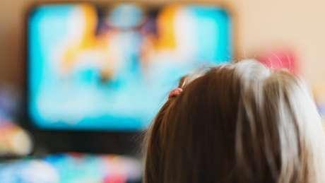 As crianças aprendem e consolidam a informação por meio da repetição e precisam ver e rever até consolidar seu entendimento
