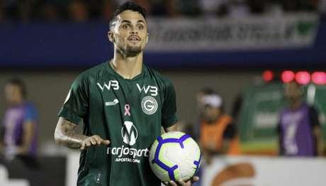Michael, do Goiás, é um dos alvos do Corinthians para esta janela de transferências (Foto: Heber Gomes/AGIF)