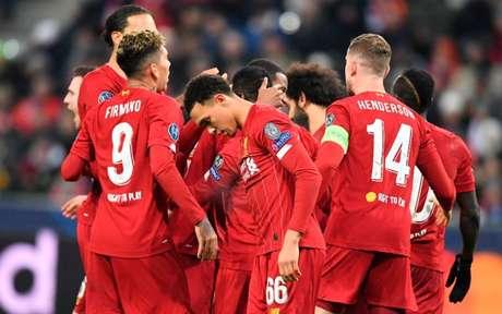 Reds venceram o Salzburg na Áustria (Foto: JOE KLAMAR / AFP)