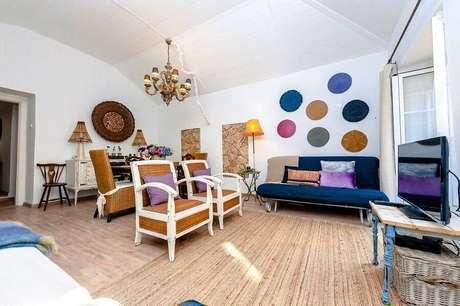 7. Uma boa pintura pode mudar totalmente a decoração de uma sala de estar – Foto: Habitissimo