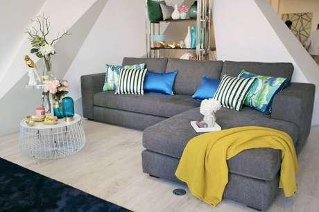 3. Invista em almofadas divertidas para decorar a sua sala de estar – Foto: Habitissimoo