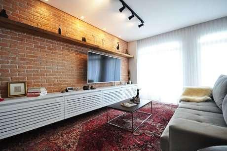 2. A parede de tijolinho pode ser feita de diversas formas para decorar a sua sala de estar – Foto: Habitissimoo