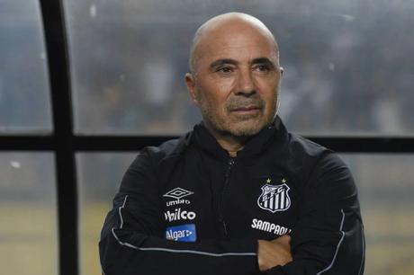 Sampaoli vê distância grande entre o que quer e o que o Santos oferece (Foto: Sergio Barzaghi/Gazeta Press)