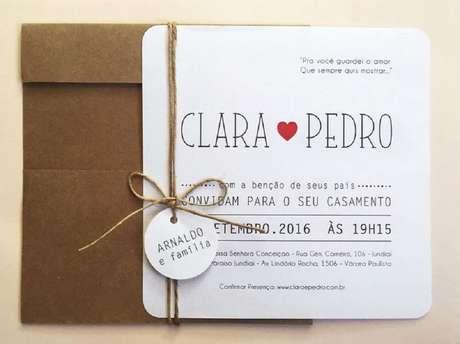 73. Convite de casamento simples feito com papel cartão. Fonte: Portal das Noivas
