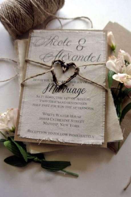 14. Que tal um convite simples de casamento rústico feito em tecido, fica super charmoso e delicado – Foto: Pinterest