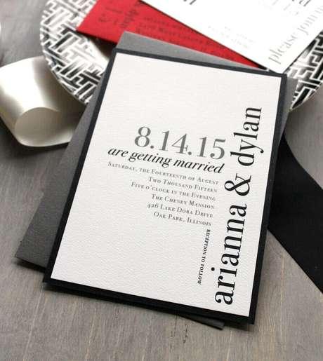 6. Noivos com estilo mais atual com certeza vão amar o convite de casamento simples com estilo mais clean e contemporâneo – Foto: Our Wedding Ideas
