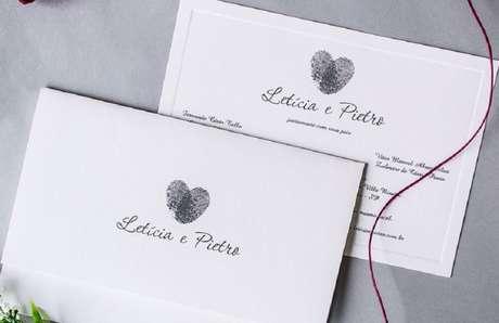 76. Convite de casamento simples em tons de branco e preto. Fonte: Papel e Estilo
