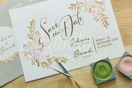 9. O convite de casamento feito à mão é perfeito para um estilo de casamento mais romântico – Foto: Pinterest