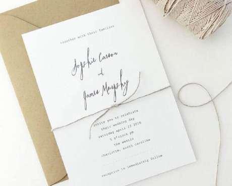 49. O modelo clássico de convite de casamento simples pode receber um envelope mais rústico – Foto: Pinterest