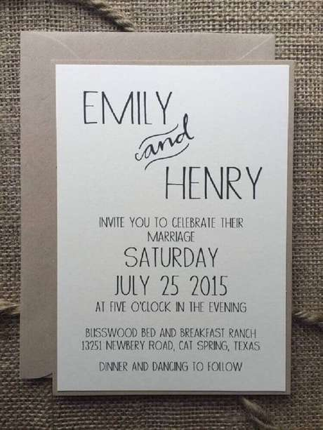 56. Ideia para convites de casamento simples e barato com envelope feito em papel reciclável – Foto: Pinterest