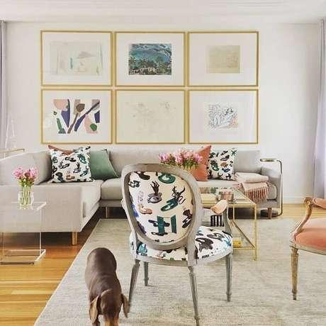 22. Cadeira medalhão com tecido estampado para a sala de estar. Fonte: Pinterest
