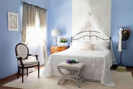 18. Cadeira medalhão decora quarto de casal. Fonte: Pinterest