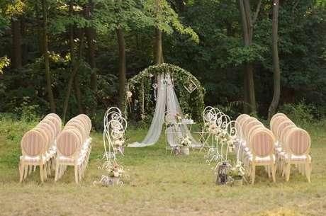 24. A cadeira medalhão utilizada para cerimônias de casamento. Fonte: Casamentos
