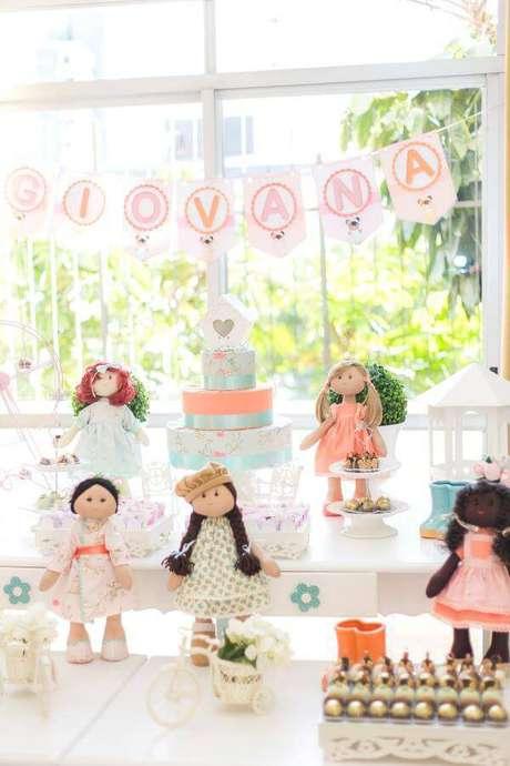 34. Festa em casa para crianças com tema bonecas – Via: Festa Clean Chic