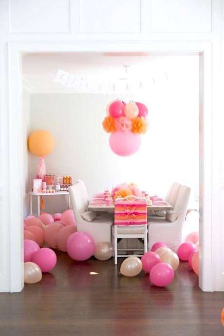 36. Festa em casa rosa e laranja – Via: Karas Party Ideas